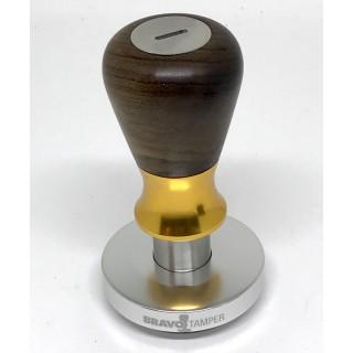 Bravo Tamper - 57.5mm - Fa nyelű arany gyűrűvel